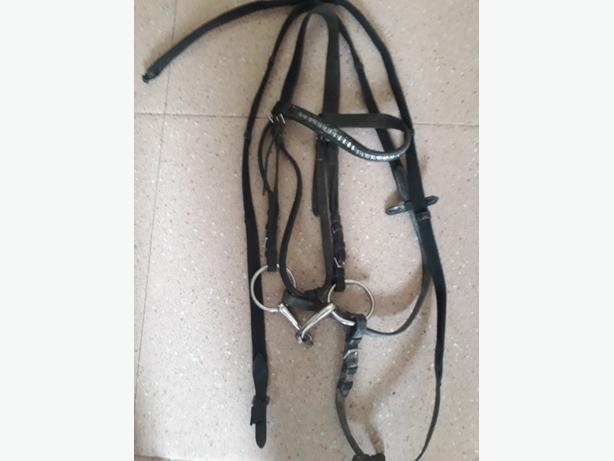 cob size English leather Bridle with snaffle bit and a collar
