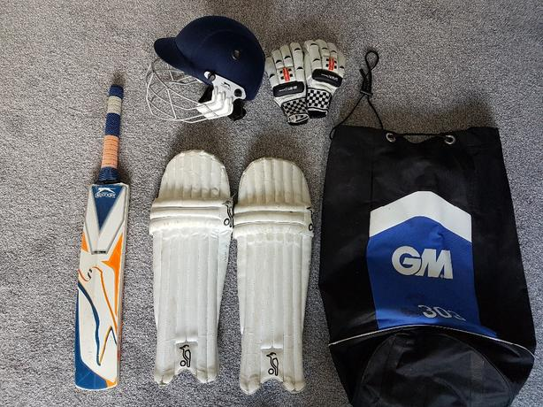 Boys Cricket Kit (approx age 10-12)