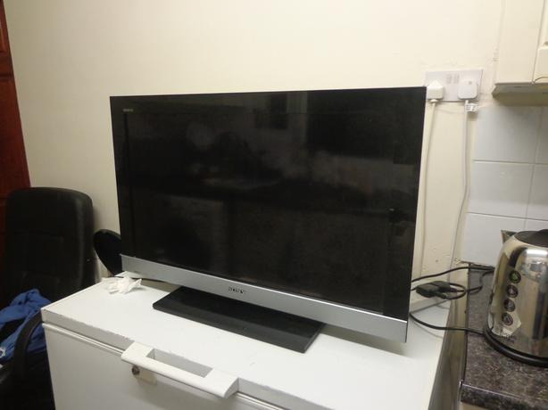 sony bravia 32 inch hd lcd tv+freeview+good working order+remote+DELIVERY