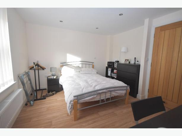 Comfortable pets friendly furnished flat to rent