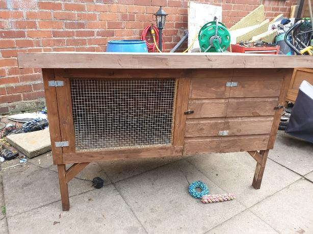 Rabbit/ guinie pig hutch