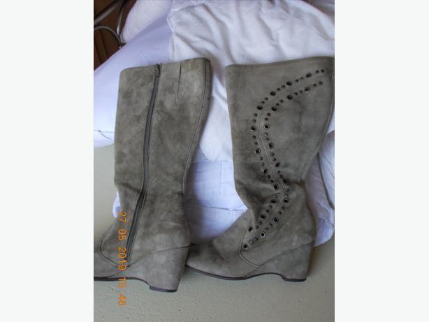 Essence Green Velvet effect Boots Size 5 Euro 38