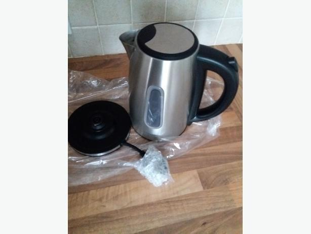 Brand New silver morphy richards kettle