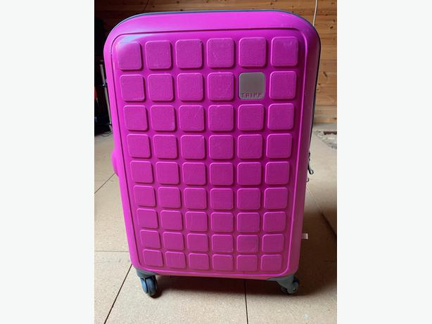 Tripp Flamingo 'Holiday 6' Medium 4 wheel Suitcase