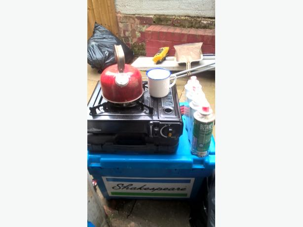 GAS COOKER,GAS AND CUPS
