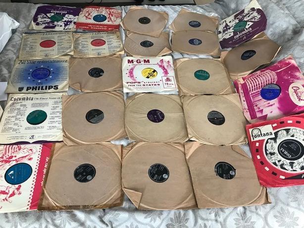 24 x vintage 78RPM including 4 Elvis Presley