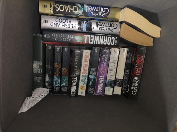 Complete Set of 26 kay scarpetta novels by Patricia Cornwell