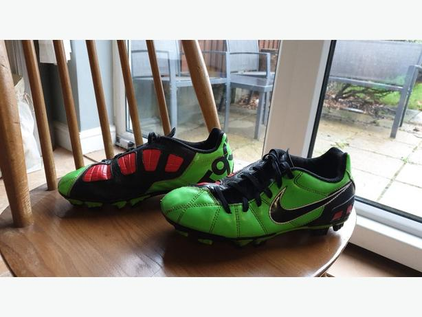 nike t90s football boots
