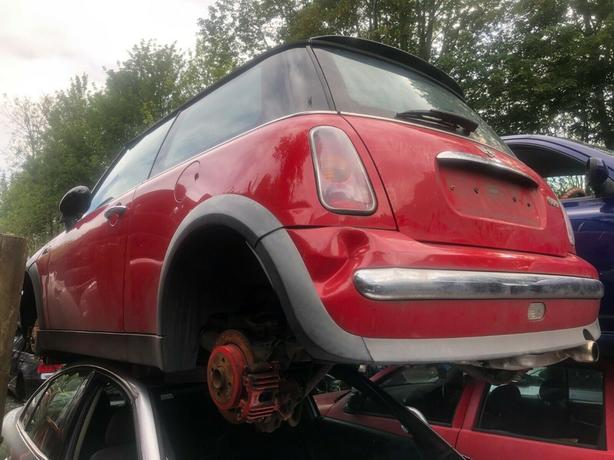 Mini Cooper R53 1.6 petrol red - Breaking