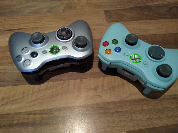 Xbox 360 wireless controllers ten each Green and silver/grey