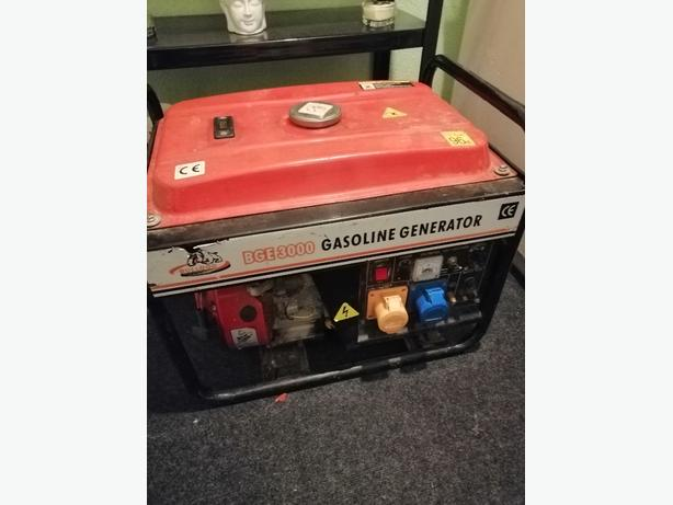 petrol generator. 230/110v - starts and cuts out - delivery -