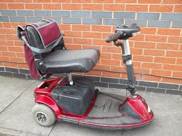 MOBILITY SCOOTER WITH CHARGER/KEY