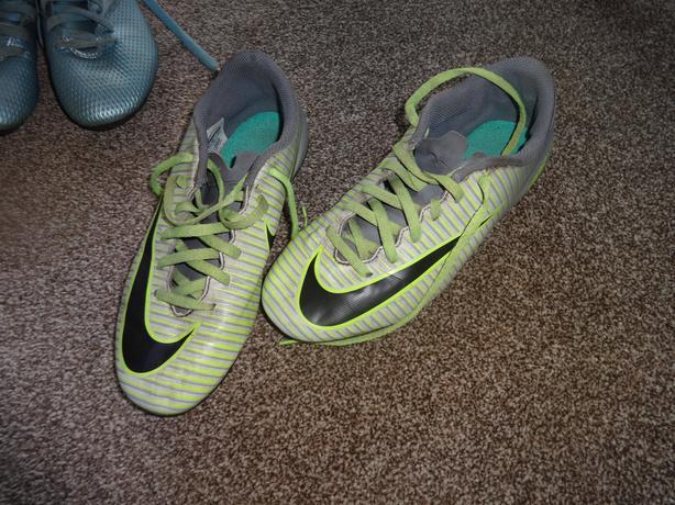 Nike Football botts size 5