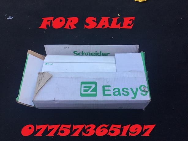 SCHNEIDER EASY 9 EZ9S2R5R5DRE 2+5+5 CONSUMER UNIT