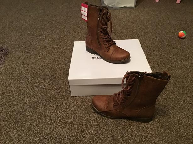 BNWT, Head Over Heels boots, size 3