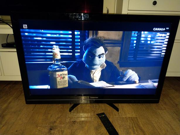 Toshiba 40 inch FullHD TV with USB and Freeview
