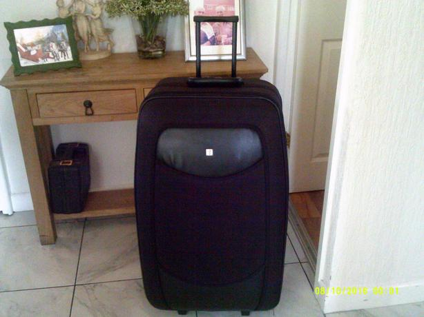 large Fiorde wheeled suite case