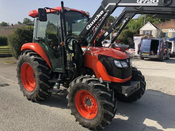 Kubota M6040 Tractor