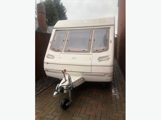 FIXED BED CARAVAN 5 BERTH