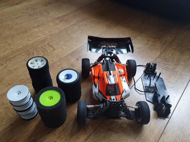 Carisma gtb16 brushless buggy