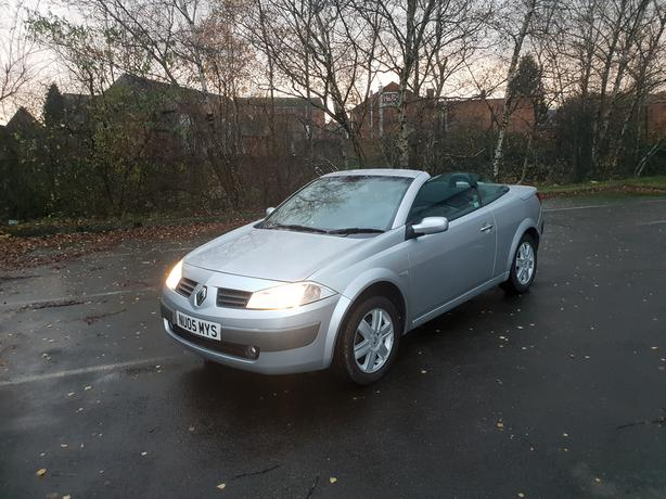 Renault Megane 1.6 Convertable with panoramic full glass roof, long mot