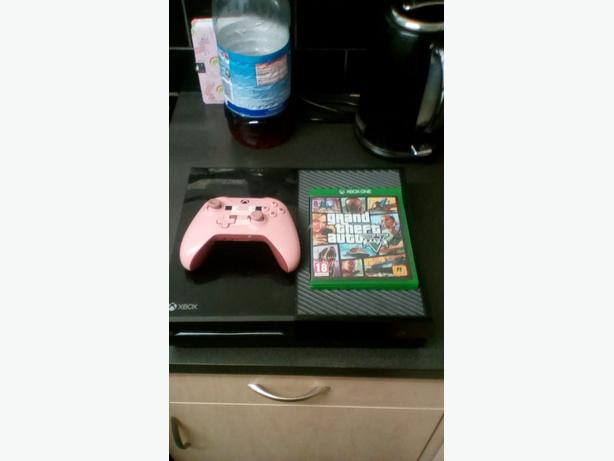 Xbox one console with Minecraft wireless controller andGTA5