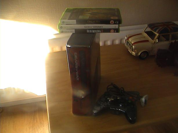 xbox 360 gears of war console 320gb  works fine