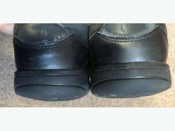 Clarks Boys shoes - Size 2.5G