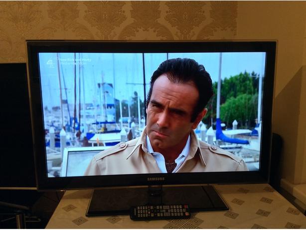 40 INCH SAMSUNG LED TV MODEL UE37C5100QWXXU