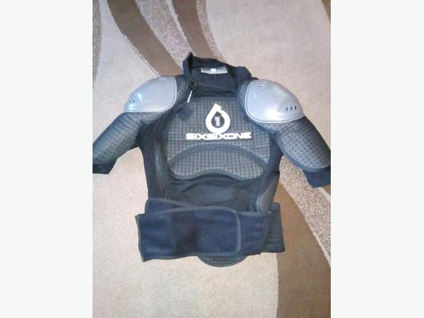 six six one body armour size small.