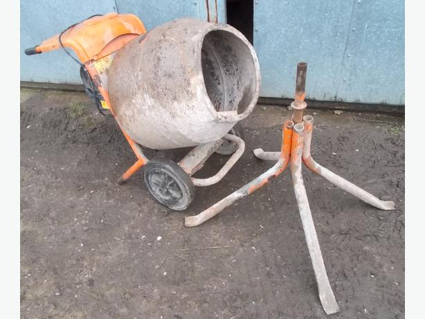 Cement mixer and stand - Spares Motor Doesn't run