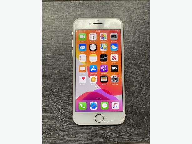 Iphone 7 32GB unlocked to all networks Gold Cracked Screen