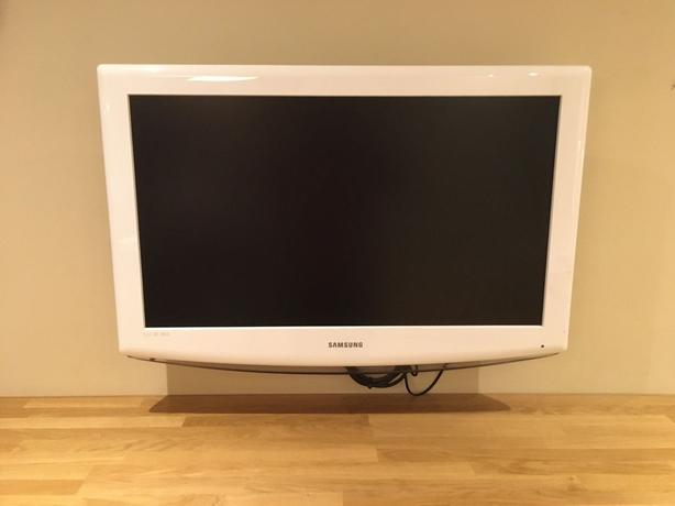 white samsung 32 inch hd tv+freeview+new wall bracket+remote+DELIVERY