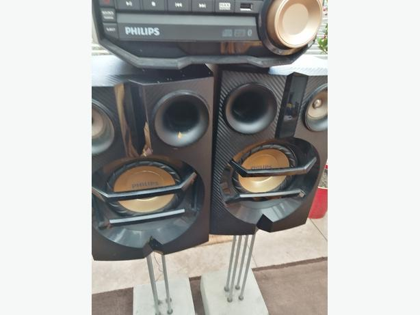 Phillips Stereo System with Speakers