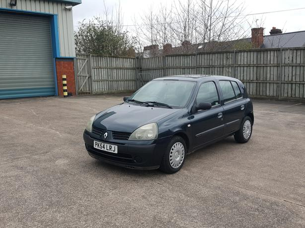 Automatic Clio 1.4, 5 door, long mot, good condition, drives great