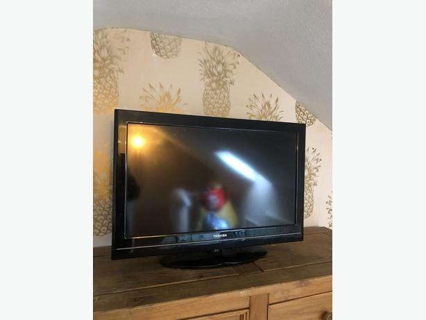 toshiba 32 inch hd led tv+freeview+good working+remote+DELIVERY