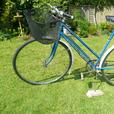 VINTAGE CLASSIC ROAD BIKE    INCLUDING  BOX VINTAGE SPARES