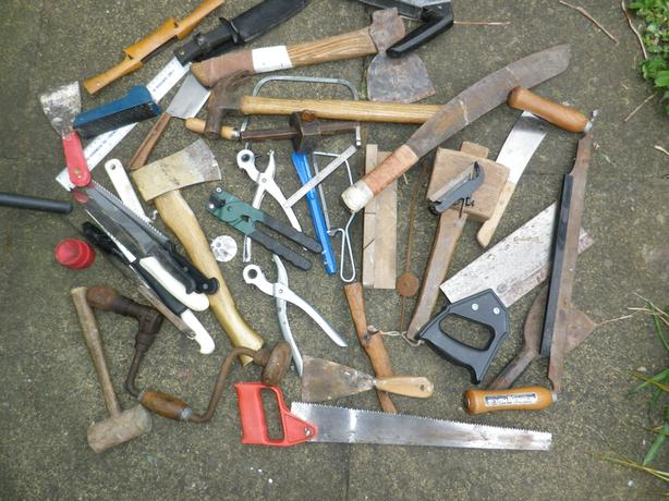 MIXED BOX OF VINTAGE HAND TOOLS FROM AN OLD TOOLCHEST