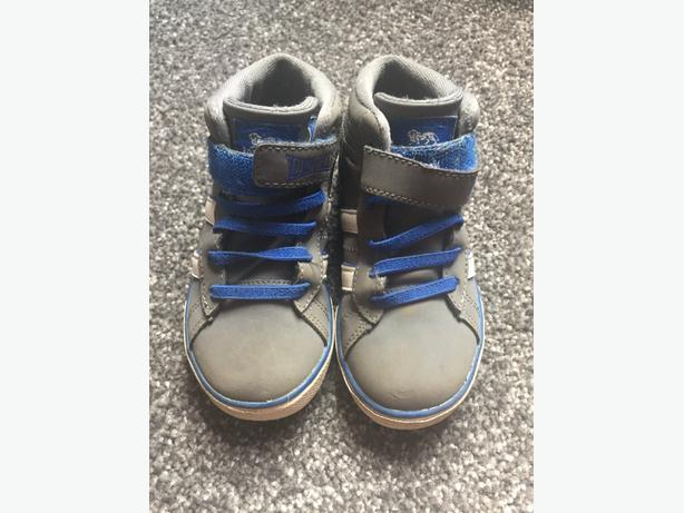 Black, grey, white and blue Lonsdale trainers - size 7