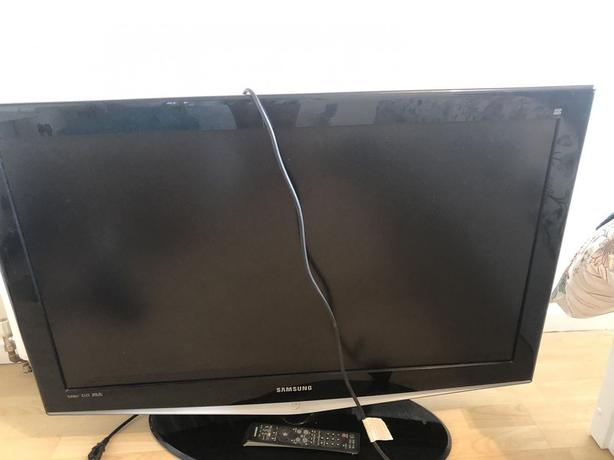 samsung 40 inch lcd tv+freeview+remote+DELIVERY