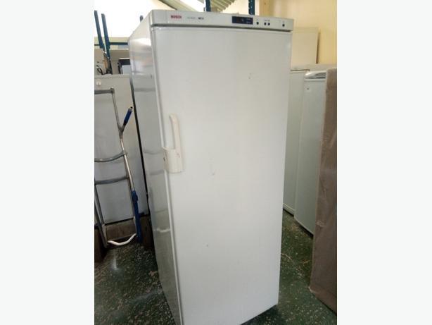 Bosch freezer with 6 drawers 3 months warranty at Recyk