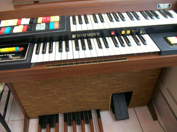 FREE: Hammond Electric Organ (Faulty)