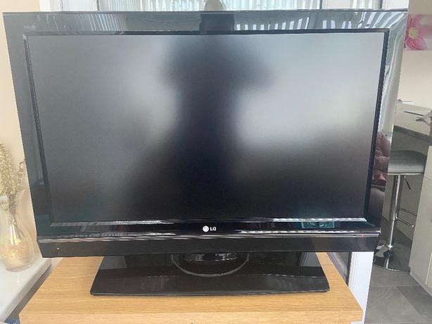 LG 37inch TV HD1080p