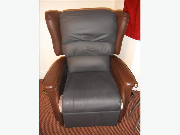 brown leather rise and fall electric chair