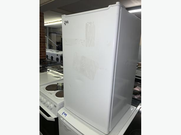 PLANET APPLIANCE - ESSENTIAL CURRYS WHITE UNDER COUNTER FRIDGE WITH WARRANTY