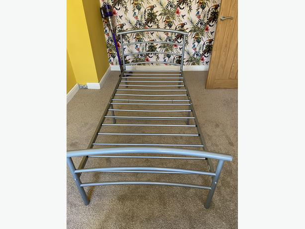 SINGLE METAL BED FRAME WITH DELUXE MATTRESS