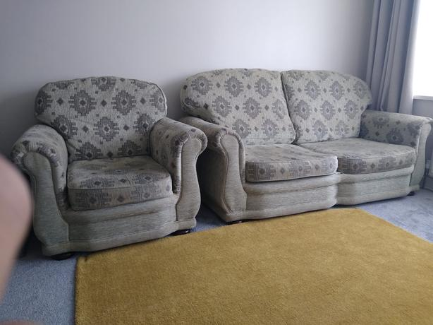 ***REDUCED*** 3 piece sofa suite with 2 armchairs