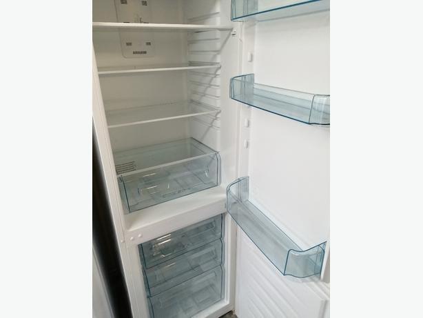 Zanussi fridge freezer 3 drawers 3 months warranty at Recyk