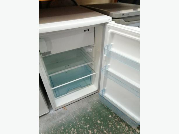 Lec small fridge white with warranty at Recyk