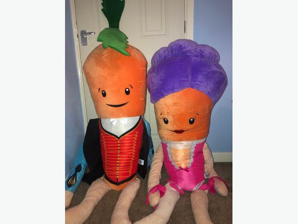 Giant kevin and katie carrot